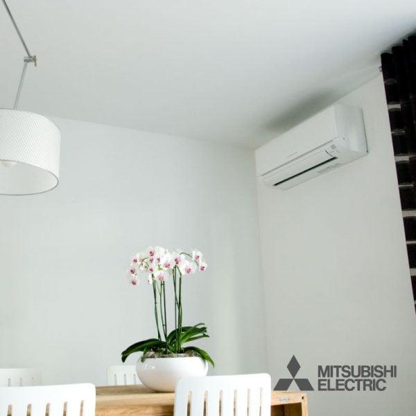 Woning met Mitsubishi airconditioning wand-unit aan de muur