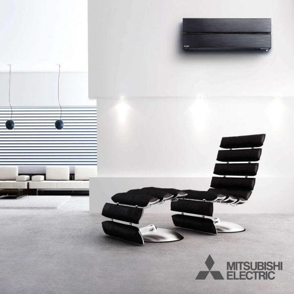 Woning met luxe zwarte Mitsubishi airconditioning